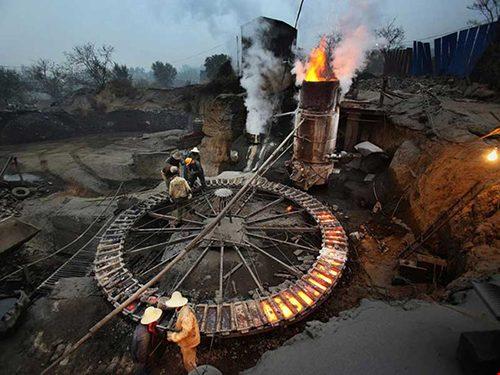 """Trung Quốc """"xuất khẩu ô nhiễm"""" bằng dự án thép"""