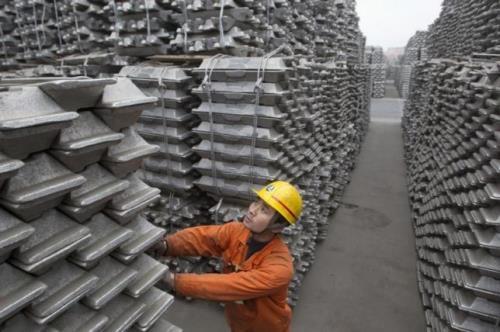 Trung Quốc cân nhắc buộc doanh nghiệp nhôm, thép giảm sản lượng